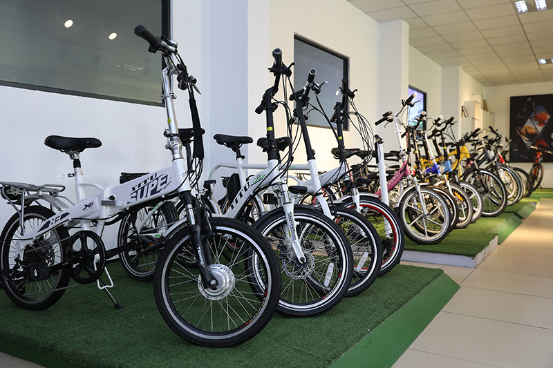 What are the important precautions for electric bicycles?