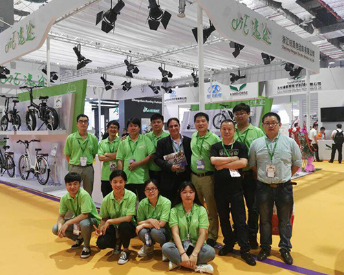 2016 SHANGHAI INTERNATIONAL BICYCLE SHOW-SALES TEAM AND THE ITALIAN BRAND DESIGNER